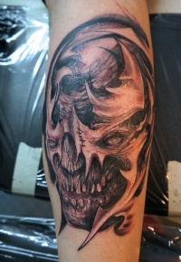 Skull tattoo interpretation by graynd