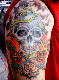 Skull tattoo on arm by mojoncio
